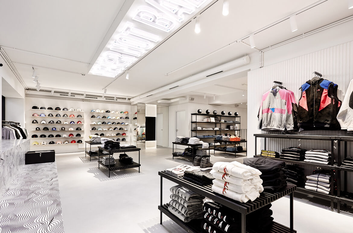 KICKZ Never not Ballin, Retail Design, Store Design, Hamburg, Retail Concept, Laden Konzept, Store Concept, Basketball Sneaker, Cool Store, Slick Architecture, Black and White Architecture, Innenarchitektur, Ladenbau, Interior Design, Turnschuh Laden, Zalando, 2018